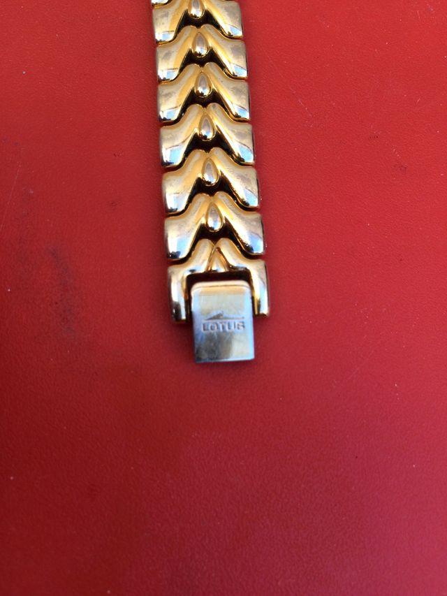 Reloj lotus de mujer chapado en oro