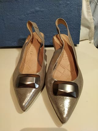Zapato tacón medio Plateado.