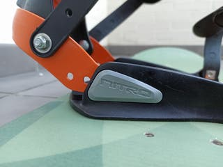 Tabla de snowboard con fijaciones