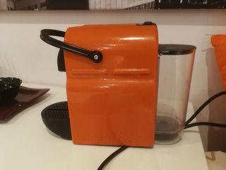 cafetera para capsulas nespresso marca delonghi
