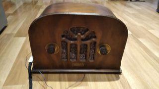 Radio de capilla antigua Lucille USA