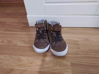botas marron niño
