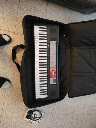 piano teclado Yamaha psr-F50+funda+soporteX+cascos