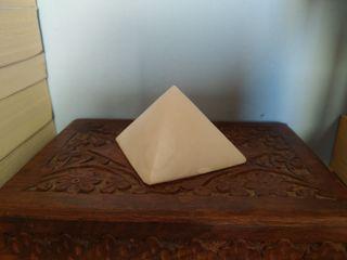 Pirámide Ónix blanco