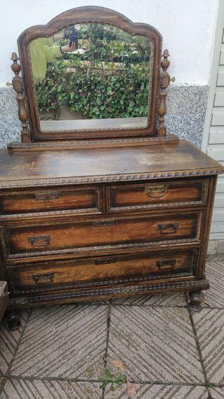 Cómoda vintage de madera con espejo