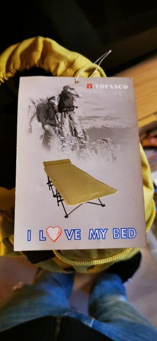 Tumbonas o cama plegable tipo camping.