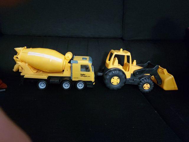 dos coches camiones de construccion