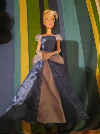 muñeca cenicienta tipo barbie
