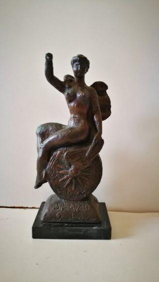 Figura de bronce firmada por Juan Cardella (Valenc