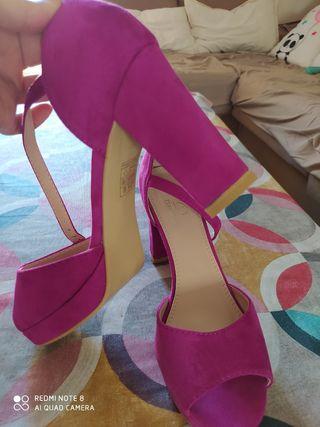 Zapatos de fiesta sin estrenar