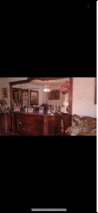 Mueble de madera maciza con espejo