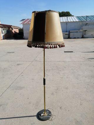 lámpara antigua de pie