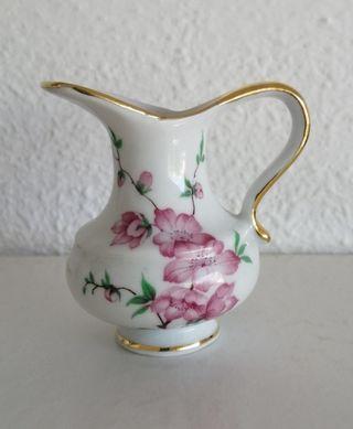 Jarrita porcelana antigua. Marca Eme
