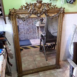 Antiguo espejo isabelino de madera
