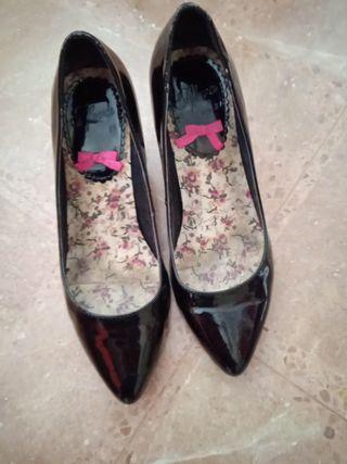 zapatos salón negros