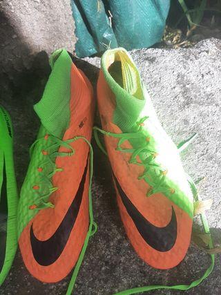 botas de fútbol mixta tierra y césped. seminuevas