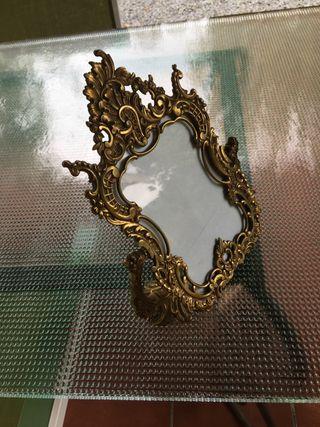 Antiguo porta retrato o espejo bronce