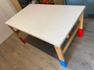 Mesa infantil Sansad IKEA