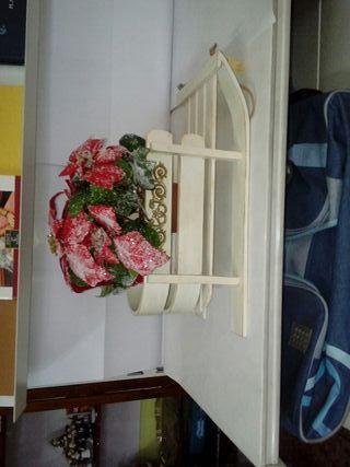 trineo con flor de pascua