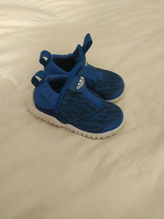 zapatillas Adidas niño. Talla 21