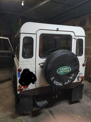 Land Rover Defender 2004