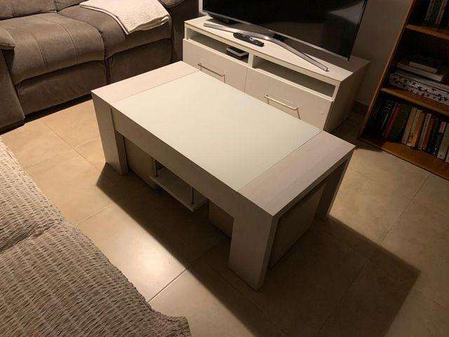 Mesa de centro blanca.