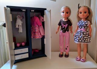 Muñecas Nancy y armario con accesorios