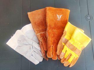 Tres pares de guantes de trabajo