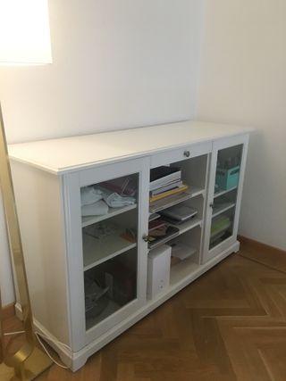 Aparador blanco (modelo LIATORP de Ikea)