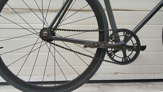 Bicicleta fixie marca FOFFA color gris