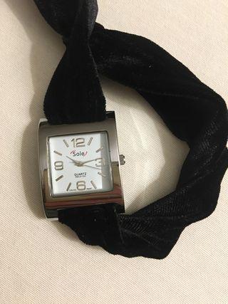 Reloj de pulsera terciopelo negro