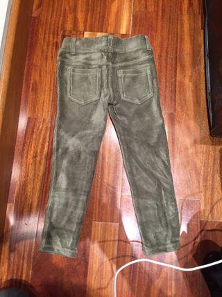 Pantalones de la marca Benetton de pana elásticos