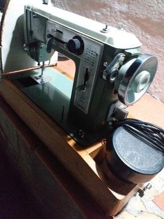 maquina de coser, marca Alfa