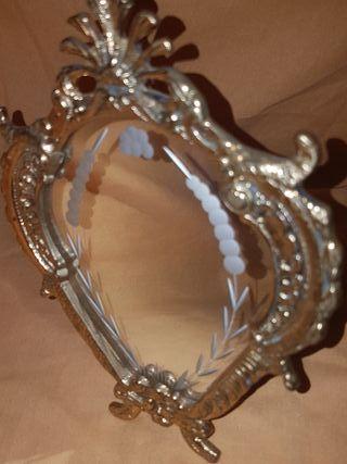 Espejo antiguo de pie.