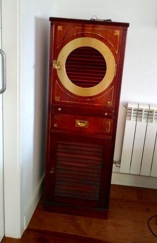 Mueble aparador, madera maciza