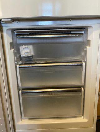 Despiece nevera siemens cajón congelador