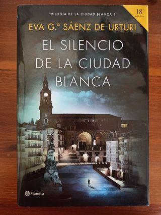 EL SILENCIO DE LA CIUDAD BLANCA, 1° de la trilogía