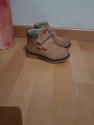 zapatillas Adidas, y botas Fila de niño T28