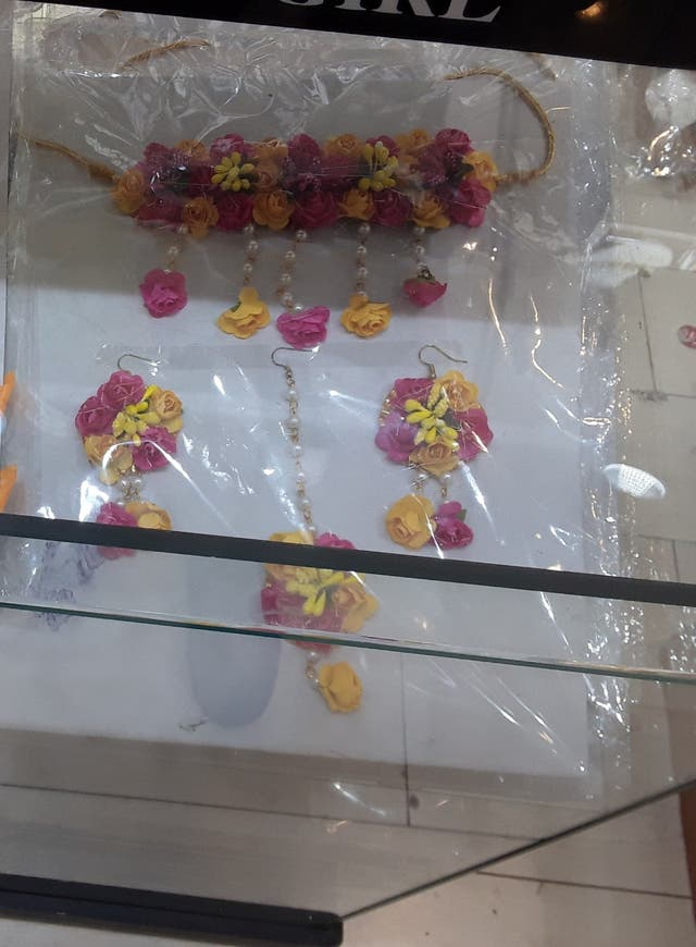 beautiful flowers jewellery for wedding functions.