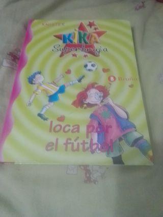 Libro Kika superbruja Loca por el fútbol