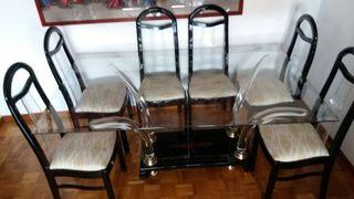 Mesa de cristal con sillas a juego