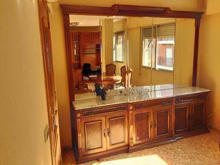 Mueble de salón con espejo
