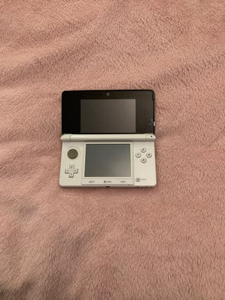 Nintendo 3DS + 2 juegos.