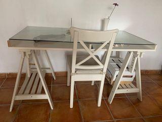 Mesa blanca Ikea con cristal