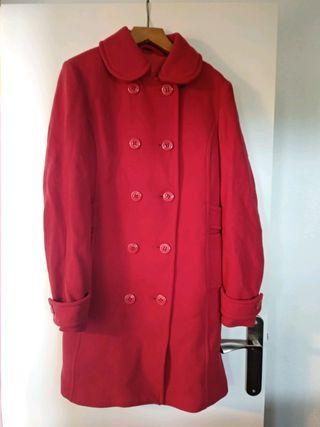 Abrigo de paño rojo