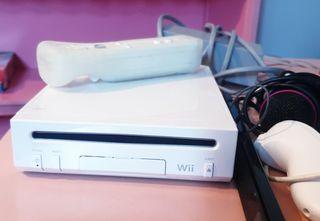 Consola Wii con mando y accesorios extras