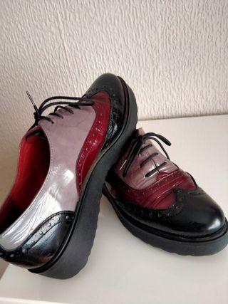 Zapatos de piel con cordones,. N. 37
