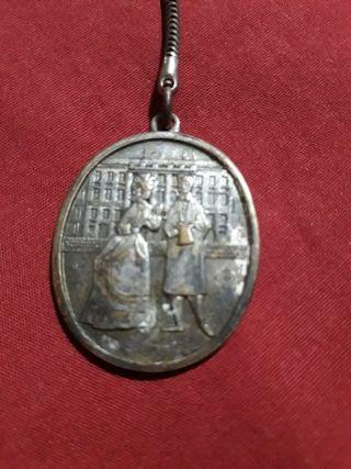 antiguo llavero 1864-1964