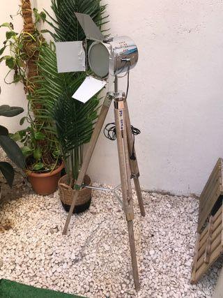 Lámpara de pie estilo Foco Cine