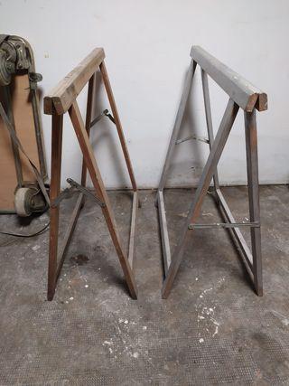 par de caballetes de madera